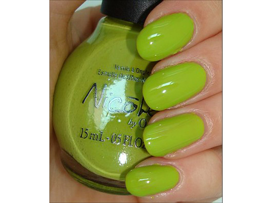 Adorable Green Nail Polishes for Fall